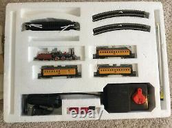 Bachman N Scale Train Set, The American with Tender and 3 Passenger Cars